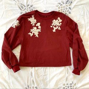 Tops - Red sweatshirt with floral embroidery